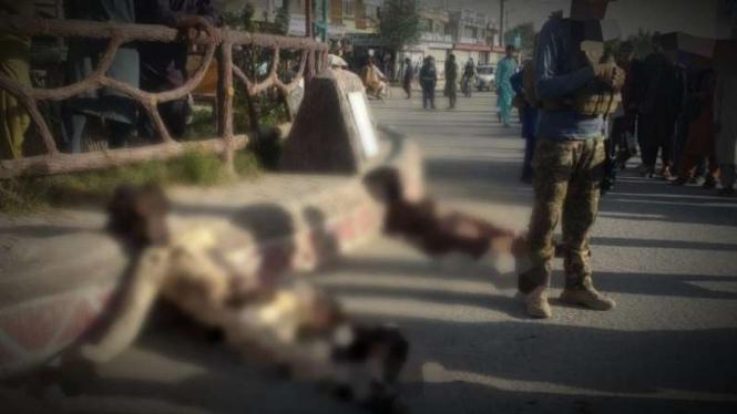 VIVA Militer: ANDSF di hadapan mayat usai pertempuran.