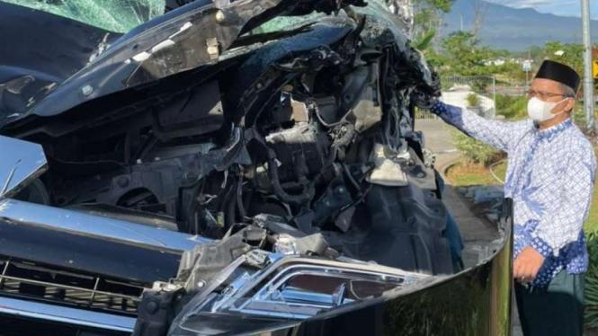 Mobil yang ditumpangi Ketua Umum MUI Miftachul Akhyar ringsek setelah kecelakaan