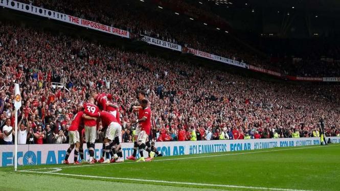 Pemain MU merayakan gol ke gawang Leeds