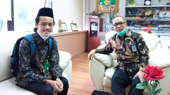 Maharsyalfath Izlubaid Qutub Maulasufa, peserta didik MAN 1 Jombang bertemu dengan Direktur KSKK Kemenag RI, Dr. H. Ahmad Umar, MA di Jakarta pada 7 April 2021