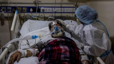https://thumb.viva.co.id/media/frontend/thumbs3/2021/08/16/6119c7ca1b805-covid-di-india-dikhawatirkan-timbulkan-tsunami-diabetes-mengapa-bisa-demikian_375_211.jpg