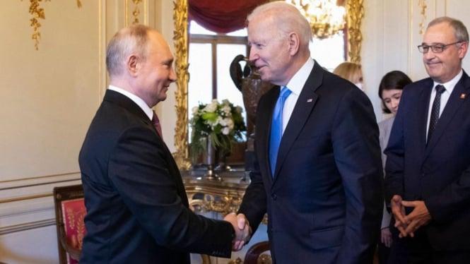 Presiden Rusia Vladimir Putin dan Presiden AS Joe Biden.