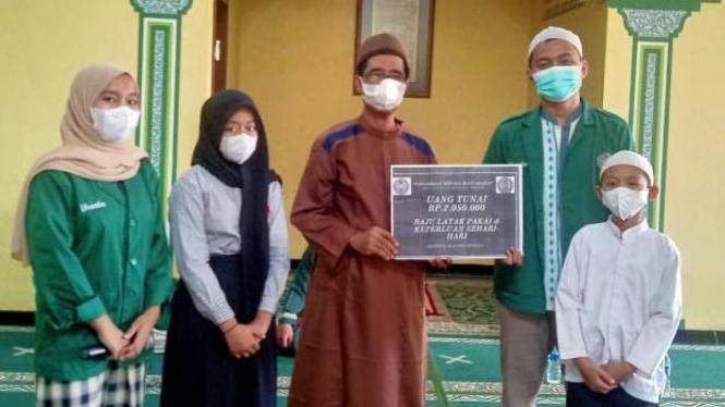 Bantuan Kemanusiaan Mahasiswa Uhamka di Panti Asuhan Al-Mukhlisin