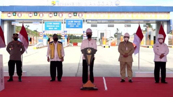 Jokowi resmikan Tol Pertama di Kalimantan.