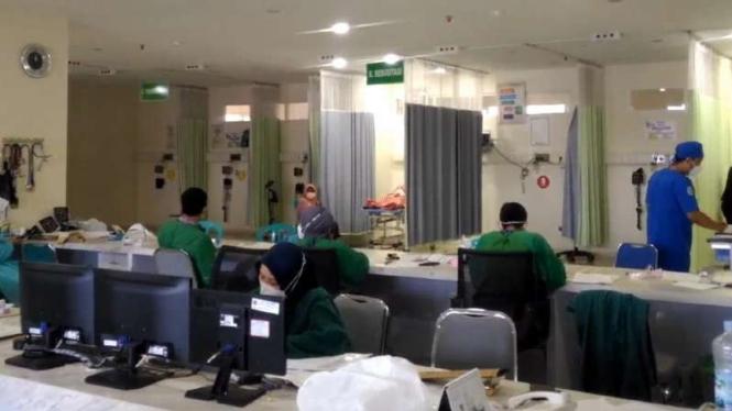 Ruang isolasi pasien dan IGD di RSUD dr Soewondo, Kabupaten Kendal, Jawa Tengah, tampak lengang dan dilaporkan sedang merawat seorang pasien COVID-19 pada Rabu, 25 Agustus 2021.