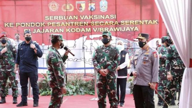VIVA Militer: Panglima TNI pantau vaksinasi di Pondok Pesantren Tebuireng