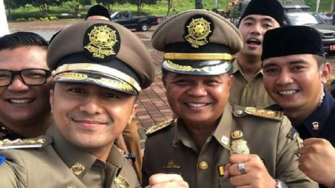 Wakil Bupati Hengky Kurniawan berpose bersama Bupati Bandung Barat Aa Umbara