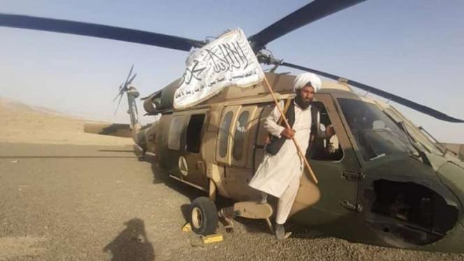 VIVA Militer: Pejuang Taliban menyita helikopter Sikorsky UH-60 Black Hawk