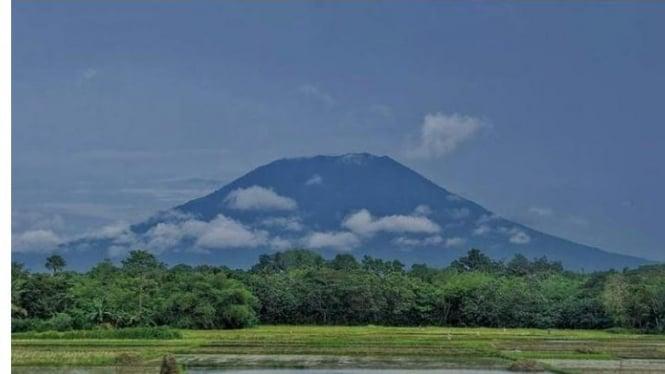 Potret Gunung Karang dari Kejauhan, (dok. Aldo).