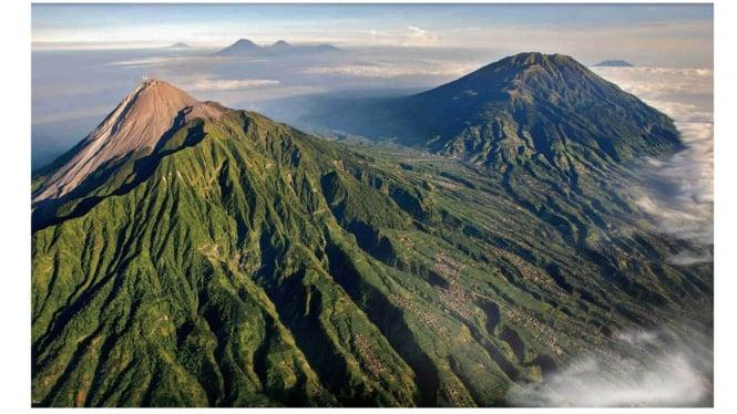 Ilustrasi Gunung Tertinggi di Kalimantan