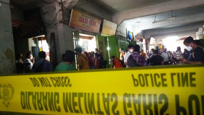 Garis polisi di lokasi toko emas yang dirampok.