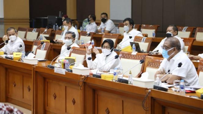 Rapat Kerja Kemensos dengan Komisi VIII DPR RI