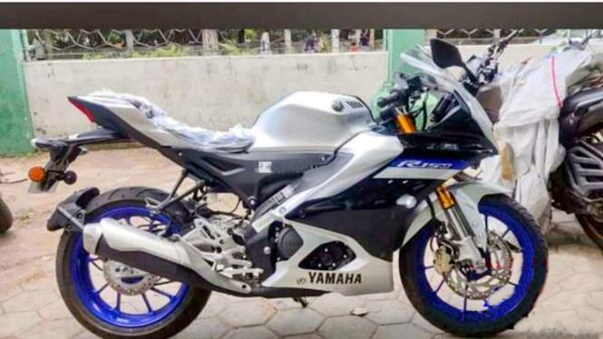 Bocoran motor Yamaha YZF R15M.