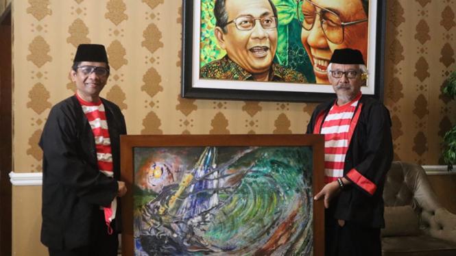 Menko Polhukam, Mahfud MD dan Sujiwo Tejo