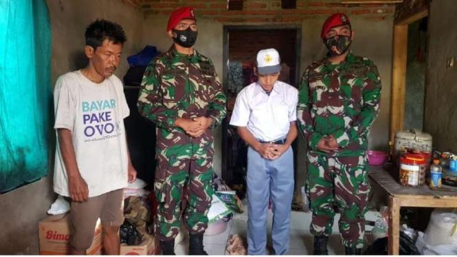 VIVA Militer: Kopassus memberikan bantuan kepada seorang anak di Lebak, Banten
