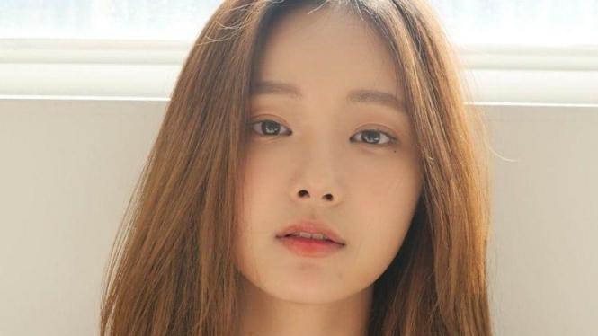 Yeonwoo eks MOMOLAND.