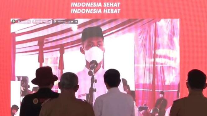 Presien Jokowi saat memantau vaksin untuk anak-anak sekolah.