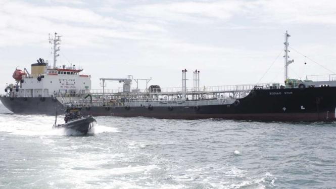 VIVA Militer: Kapal Patroli TNI AL tangkap kapal Tanker Berbendera Panama