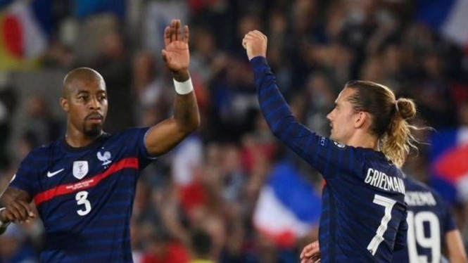 Pemain Prancis rayakan gol Antoine Griezmann.