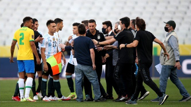 Pertandingan Timnas Brasil vs Argentina dihentikan.