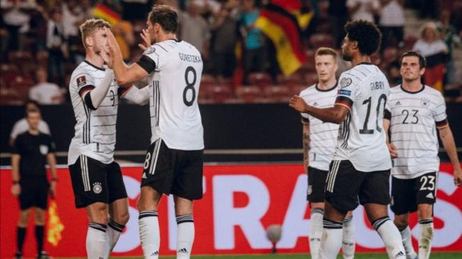 Para pemain Timnas Jerman merayakan gol.