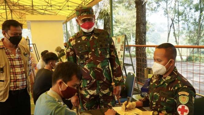 VIVA Militer: Danrem 061/SK tinjau vaksinasi di kawasan wisata Puncak