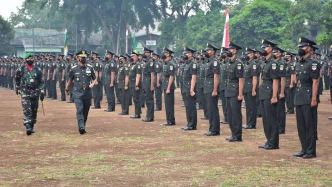 VIVA Militer: Pangdam Jaya Mayjen TNI Mulyo Aji lantik 480 Prajurit TNI AD