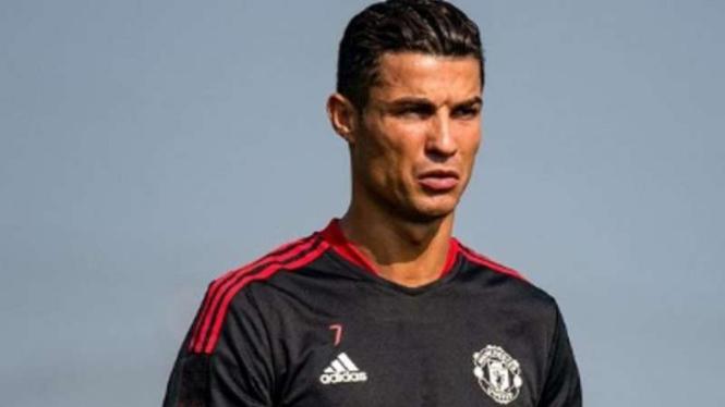Cristiano Ronaldo berlatih bersama Manchester United.