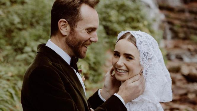 Lily Collins menikah.