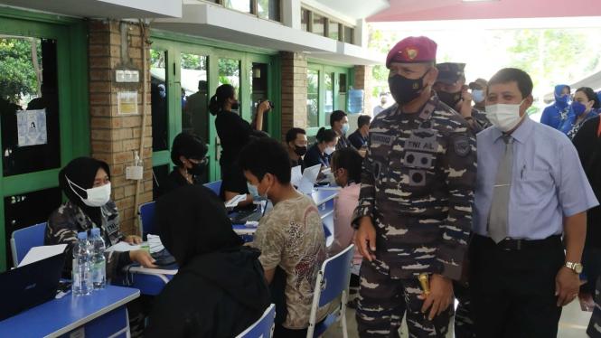 VIVA Militer: Danlantamal III Jakarta tinjau vaksinasi di Sekolah Regina Caeli