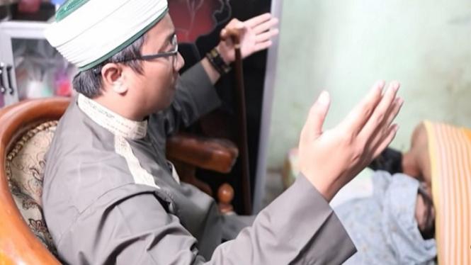 Gus Idris Berdoa di Depan Pasangan yang Sedang Zina/ Menggencet