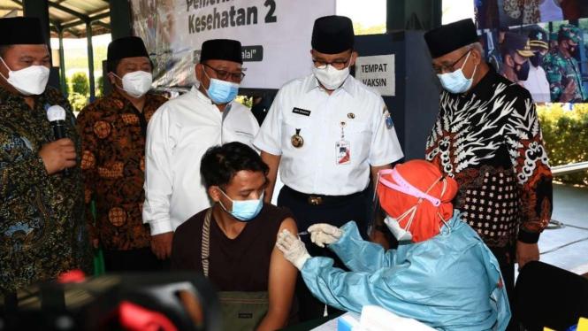 Anies Baswedan di Ponpes Minhaajurrosyidiin Pondok Gede Jakarta Timur