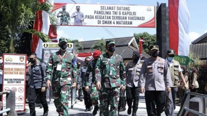 VIVA Militer: Panglima TNI, Kapolri, serta Kepala BNPB tinjau vaksinasi di NTB