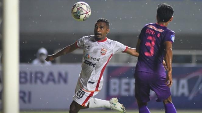 Pertandingan Persik Kediri vs Borneo FC di Liga 1 2021/2022.