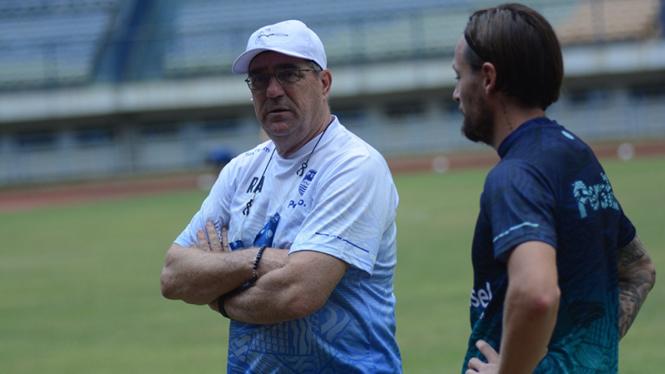 Pelatih Persib Bandung, Robert Rene Alberts dan Marc Klok