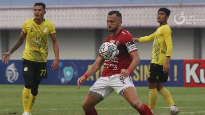 Bomber Bali United, Ilija Spasojevic saat melawan Barito Putera.
