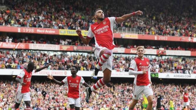Striker Arsenal, Pierre-Emerick Aubameyang rayakan gol.