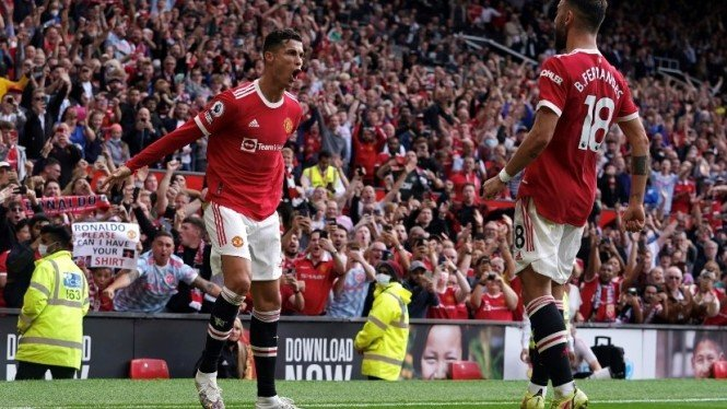 Cristiano Ronaldo dan Bruno Fernandes merayakan gol