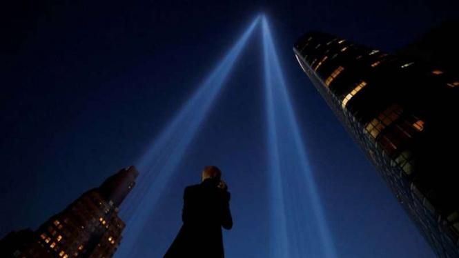 Instalasi seni Tribute in Light pada peringatan peristiwa serangan 11 September