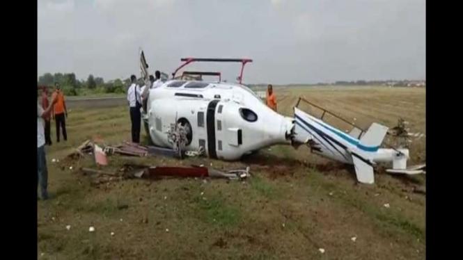 Helikopter latih jatuh di landasan Bandara Budiarto, Tangerang