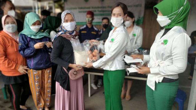 Perempuan Tani HKTI Lakukan Vaksinasi Sekaligus Pembagian Sembako