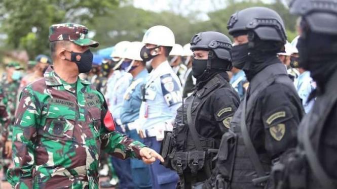 VIVA Militer: Pangdam Iskandar Muda mengecek pasukan penjaga Presiden Jokowi