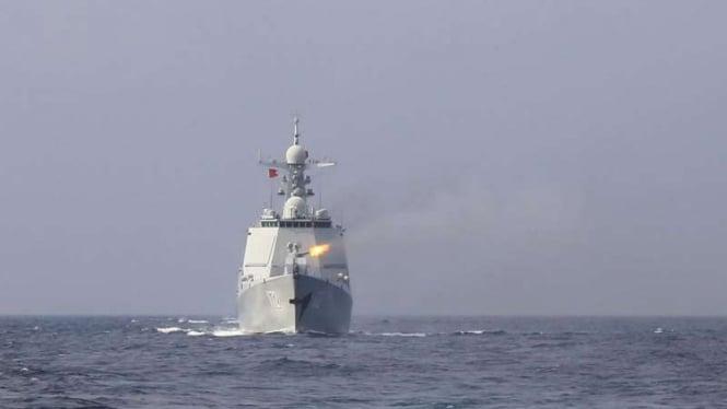 VIVA Militer: Kapal perusak Type 052D Angkatan Laut China, Kunming 172
