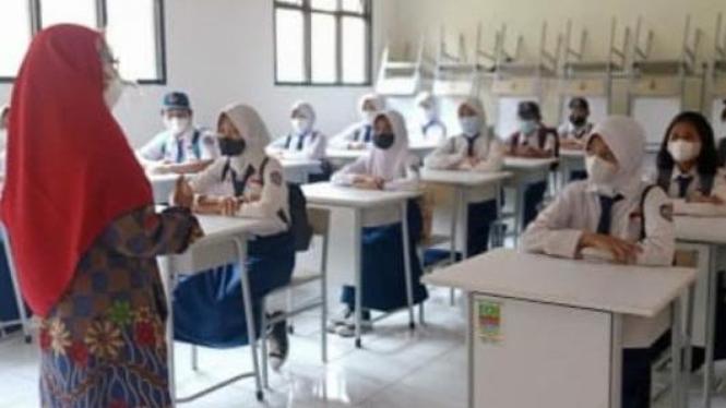 Simulasi PTMT pada salah satu sekolah di Kabupaten Bekasi.