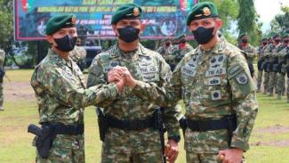 VIVA Militer: Danyonif Raider 323/BP, Letkol Inf Triyono Hadiyanto (kanan)