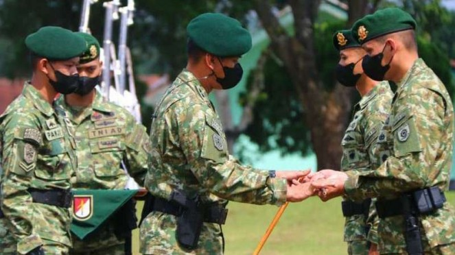 VIVA Militer: Sertijab Danyonif Raider 323/Buaya Putih