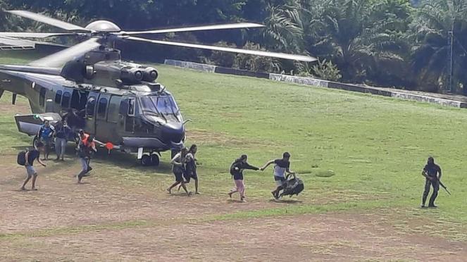 Para korban penyerangan di Kiwirok, Papua dievakuasi ke Jayapura.