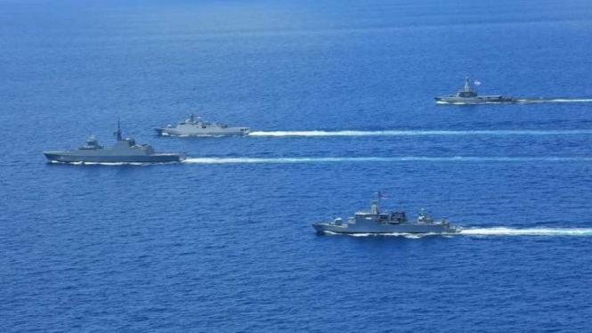 VIVA Militer: TNI AL latihan bersama Angkatan Laut Singapura di Laut Natuna
