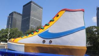 Tugu Sepatu Jakarta.