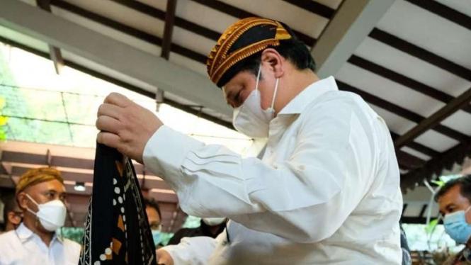 Menko Airlangga temui pengrajin Batik Pekalongan.